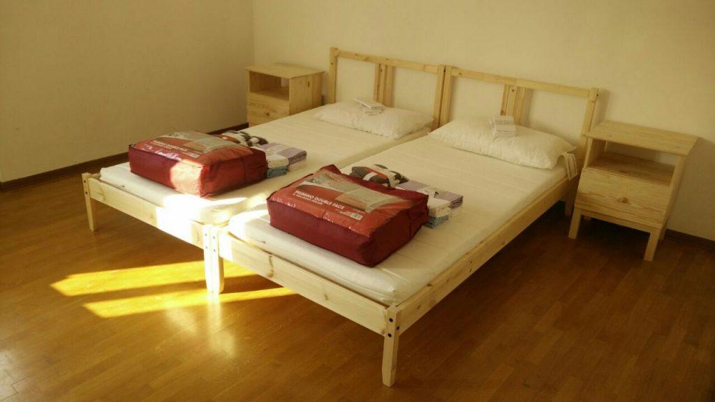 Arredi Ikea-Letti in un appartamento